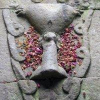 CANDI SUKUH: MIRIP INCA DAN EROTIS