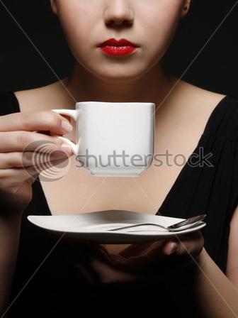 wanita peminum kopi